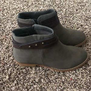 Harper canyon booties size 3